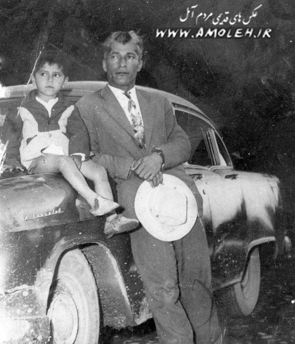 عکس یادگاری با اتومبیل دهه ۳۰