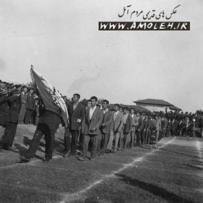 رژه دانش آموزان دبیرستان پهلوی سابق دهه ۳۰