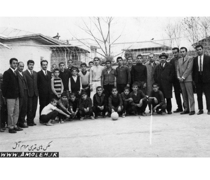 مسابقه والیبال بین تیم دبستان بامداد و دبستان مهر سال ۳۸