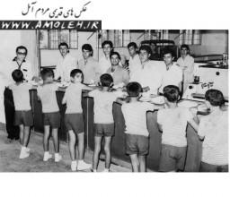 پذيرايي از فرزندان کارگران شرکت نفت در کمپ محمود آباد دهه 40