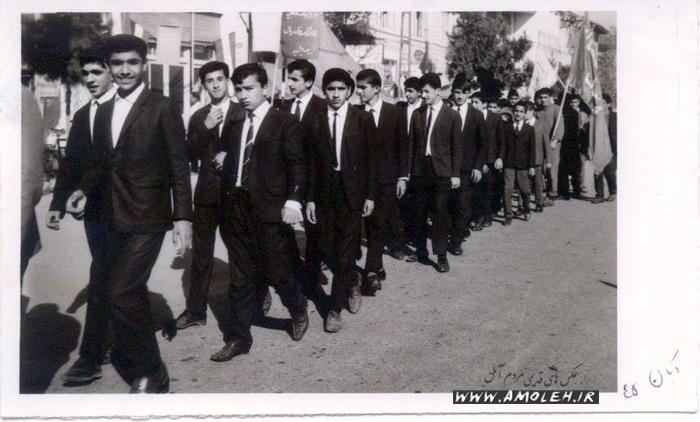 سال ۱۳۴۵ – رژه دانش آموزان دبیرستان پهلوی