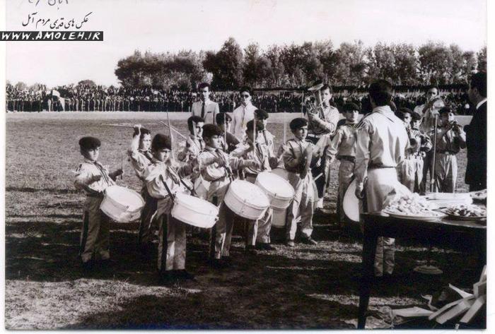 اجرای موسیقی در مراسم ۴ آبان ۱۳۴۶