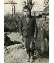 عکس يادگاري در حياط مدرسه يکي از روستاهاي آمل سال 48