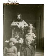 عکس نوروزي در کنار سفره هفت سين سال 46
